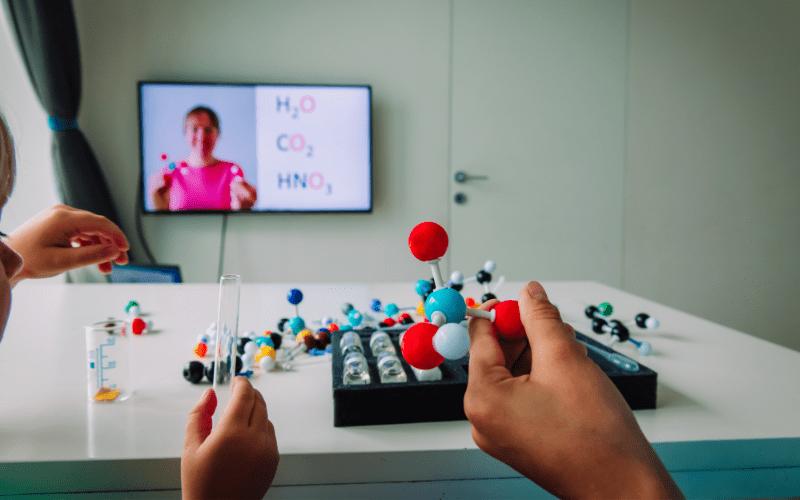 Nowoczesne korepetycje chemia online.